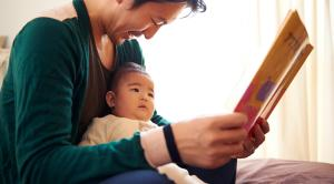 dad-reading-to-baby_2160x1200